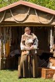 Les gens, les salesstands et les impressions générales du festival médiéval d'âge sur le lac Murner dans Wackersdorf, Bavière le  Photographie stock