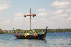 Les gens, les salesstands et les impressions générales du festival médiéval d'âge sur le lac Murner dans Wackersdorf, Bavière le  Photos libres de droits