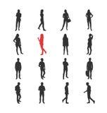 Les gens, mâle, les silhouelles femelles dans le terrain communal occasionnel différent posent Photographie stock libre de droits