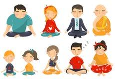 Les gens méditant et détendant dans l'ensemble, les hommes, les femmes et les enfants de position de lotus de yoga faisant la ban Photographie stock