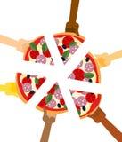 Les gens mangeant de la pizza Mains tenant la tranche de tarte Illu d'amitié Photos libres de droits