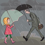 Les gens marchant au temps pluvieux Image stock
