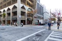 Les gens marchant dans la ville du centre de Kobe Photographie stock