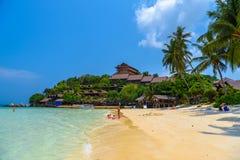 Les gens nageant sur Haad Yao échouent, île de Koh Phangan, Suratthan image libre de droits