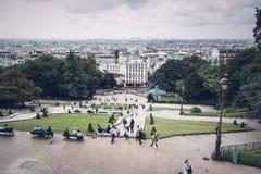 Les gens observant l'horizon de ` de Paris vu du Sacre Coeur Photographie stock libre de droits