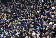 Les gens observant les parties de football Images libres de droits