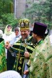 Les gens orthodoxes célèbrent un Pentecost Photographie stock