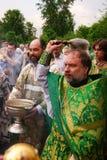 Les gens orthodoxes célèbrent un Pentecost Image libre de droits