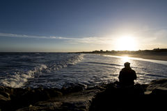 Les gens par la mer Photographie stock libre de droits