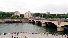 Les gens par la Seine image libre de droits