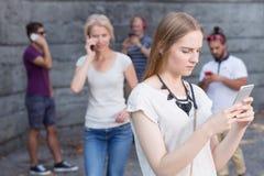 Les gens parlant aux téléphones Photos stock