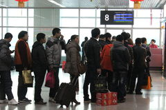 Les gens partant pour ville natale pendant l'année neuve chinoise Images stock