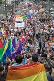 Les gens participant à la fierté de Prague - une grande fierté gaie et lesbienne Photographie stock