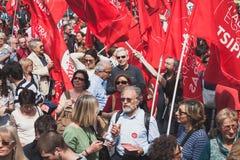 Les gens participant pendant le jour de libération défilent à Milan Images stock