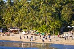Les gens participent à une séance photos sur la plage de l'île Koh Samui, Thaïlande Photos stock