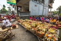 Les gens pendant la célébration de Nyepi - jour de Balinese de silence Images stock