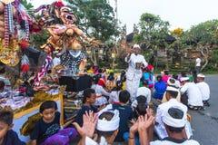 Les gens pendant la célébration Nyepi - jour de Balinese de silence Photographie stock libre de droits