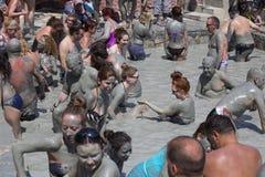 Les gens prennent un bain de boue Les bains de boue sont grands pour la peau Dalyan, Turquie images libres de droits
