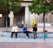 Les gens recherchant l'enfant Photo libre de droits