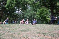 Les gens regardant l'éclipse Image libre de droits