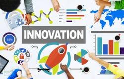 Les gens rencontrant le concept d'innovation de succès de croissance de créativité Image stock