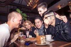 Les gens rencontrant le concept de café d'unité d'amitié Photos stock