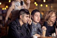 Les gens rencontrant le concept de café d'unité d'amitié Image stock