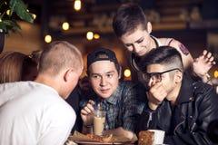 Les gens rencontrant le concept de café d'unité d'amitié Images stock