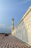 Les gens rendent visite à Taj Mahal à Âgrâ, Inde Photo libre de droits