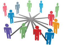 Les gens se connectent dans le réseau ou les affaires social de medias Images stock