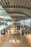 Les gens se dépêchent à la porte dans le terminal 2 à Hambourg Photo libre de droits