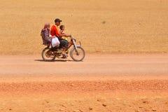 Les gens se déplaçant au Maroc Photos stock