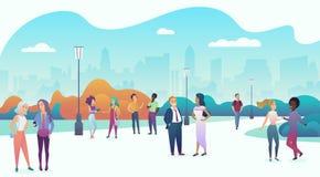 Les gens se réunissant et communiquant dans le paysage urbain de place de parc de ville Parlant en nature ensemble, la communauté Image libre de droits