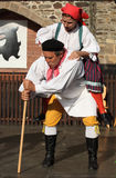 Les gens se sont habillés dans la danse et le chant traditionnels tchèques de tenue. Photo libre de droits