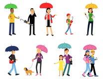 Les gens sous l'ensemble de parapluie, les hommes et les femmes Photographie stock libre de droits