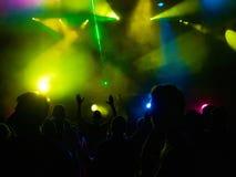 Les gens sous le lightshow Photo libre de droits