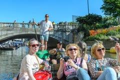 Les gens sur les canaux de Cambridge, Angleterre, Royaume-Uni Image libre de droits