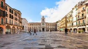 Les gens sur des Signori de dei de Piazza à Padoue en automne Images libres de droits