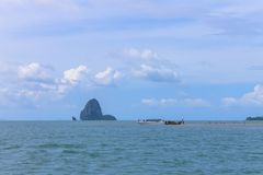 Les gens sur l'île au milieu de la mer Photos stock