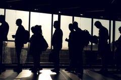 Les gens sur la file d'attente avec la silhouette Photo libre de droits