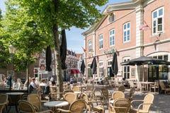 Les gens sur la place de Groenmarkt à Amersfoort, Pays-Bas Photo libre de droits
