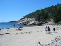 Les gens sur la plage dans Maine Photos stock