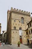 Les gens sur la rue de la ville italienne antique Florence flore Photos libres de droits