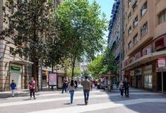 Les gens sur la rue du centre de Santiago, Chili photographie stock libre de droits