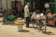 Les gens sur la rue du pays asiatique - le Vietnam et le Cambodge Photo libre de droits