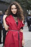Les gens sur la rue pendant la semaine de mode de Londres photo libre de droits