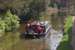 Les gens sur le bateau de canal Images stock