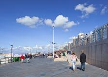 Les gens sur le nouveau boulevard de Scheveningen, Pays-Bas Photographie stock libre de droits