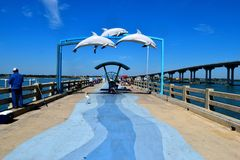 Les gens sur le pilier de pêche, la Floride Image libre de droits