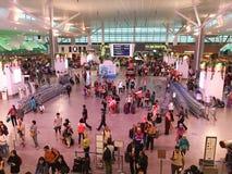Les gens sur le terminal 1 de l'aéroport de KLIA 2 en Kuala Lumpur, Malaisie Photo libre de droits